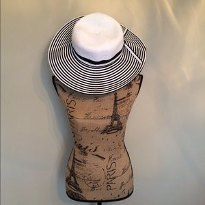 Accessories - NWOT White & Black Hat 😎