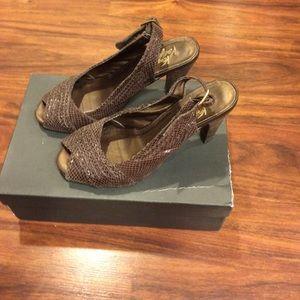 Very volatile brown high heels