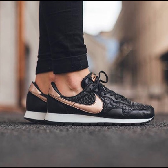 Nike Air Pegasus Black + Rose Gold Sneakers 91862afca4