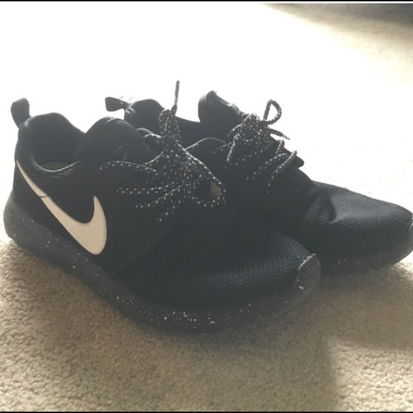 f847e75326e7 ... hot classic sneaker 76435 d189b nike shoes oreo black and white  speckled sole nike roshe 58076