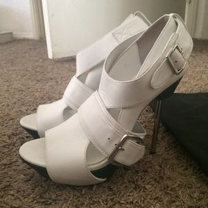 United nude Shoes - NWOT United nude white heels