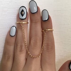 SALE ‼️Connecting Chain Knuckle Midi Ring