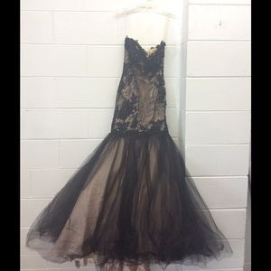 Dresses & Skirts - Beautiful black and taupe special occasion dress