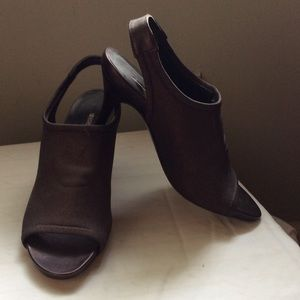 Donald JPliner brown peep toe slings