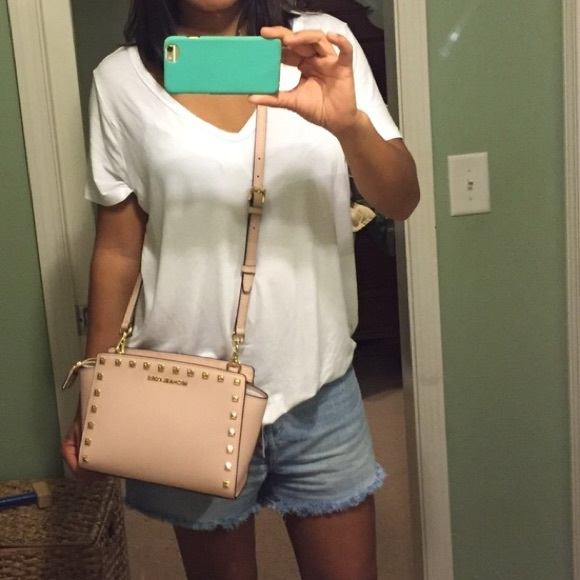 2c0a5350508c Authentic Michael Kors Selma pink stud crossbody.