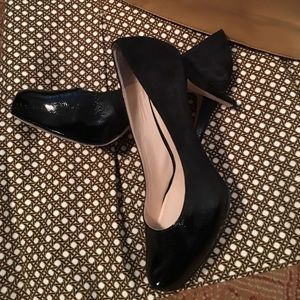 Easy prep for the meeting in black pumps!