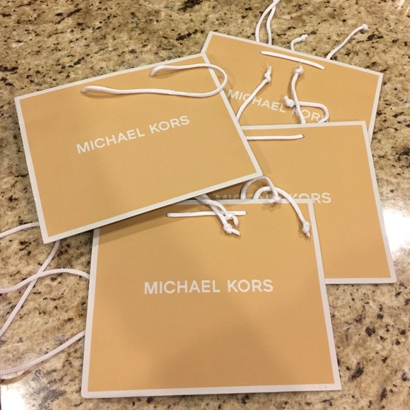 Michael Kors - Brand new MK shopping bag from Daisy's closet on ...