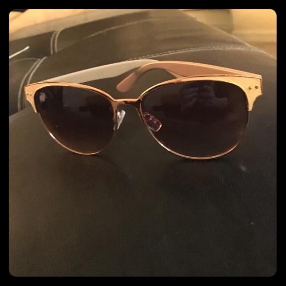 0e41e9c575 Nanette Lepore Sunglasses Retro. M 5705c76f8f0fc41b19015899