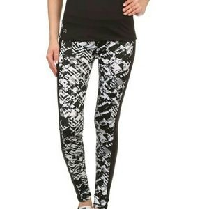 Pants - Awesome ? black & white workout set