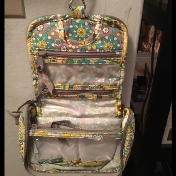 65 off Vera Bradley Handbags Vera Bradley hanging travel jewelry