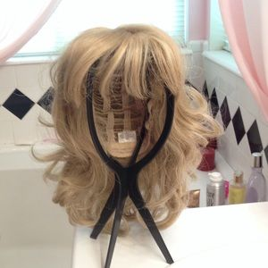 Other - Blond wig