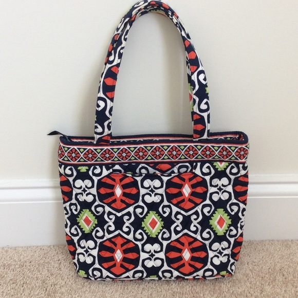 d871445356 Vera Bradley petite tote FINAL PRICE REDUCTION! 🤑.  M 57069fc7eaf030e000006b66