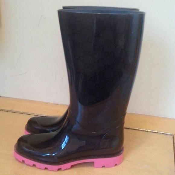 e26fd70f3be Gucci Shoes - GUCCI Edimburg GG rain boot. Neon pink soles