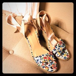 Flower lace up wedge