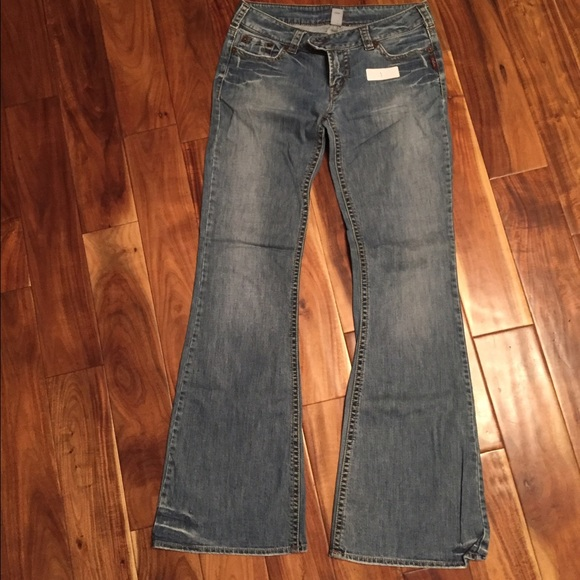 70% off Silver Jeans Denim - Silver Jeans Size 32 x 37 from Cara's ...