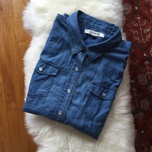 ✨ Closet Clearout! Forever21 Chambray Shirt