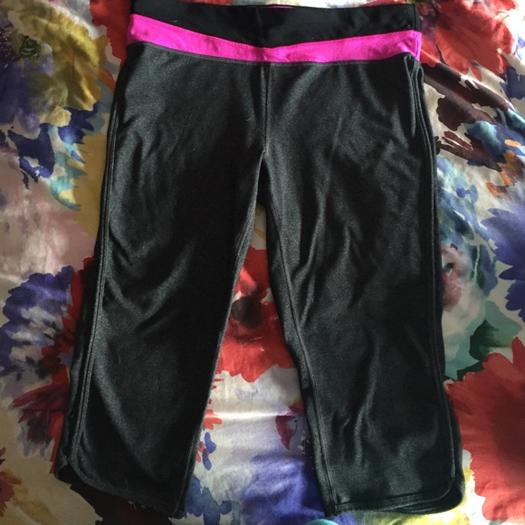 Activewear Bottoms Tek Gear Shape Athletic Capris In Black Sz S