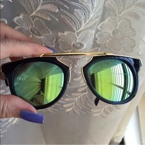 Accessories - 😎Green Mirror Lens Gold Trim Sunglasses