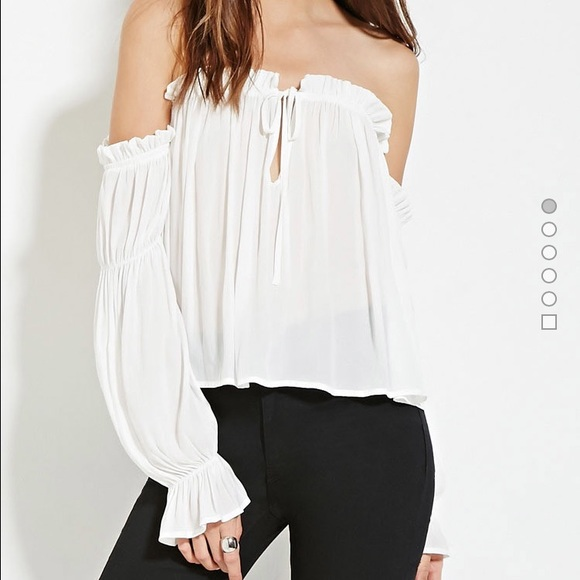 f1e5bbd3ea2 Forever 21 off shoulder peasant top. Listing Price: $16.00