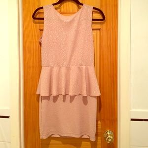 Pink dress size large. Only worn once.