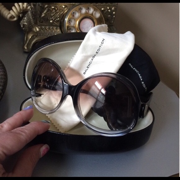 33e883f8de Balenciaga Accessories - ✨Balenciaga✨Black White Gradient Sunglasses😍😎🕶