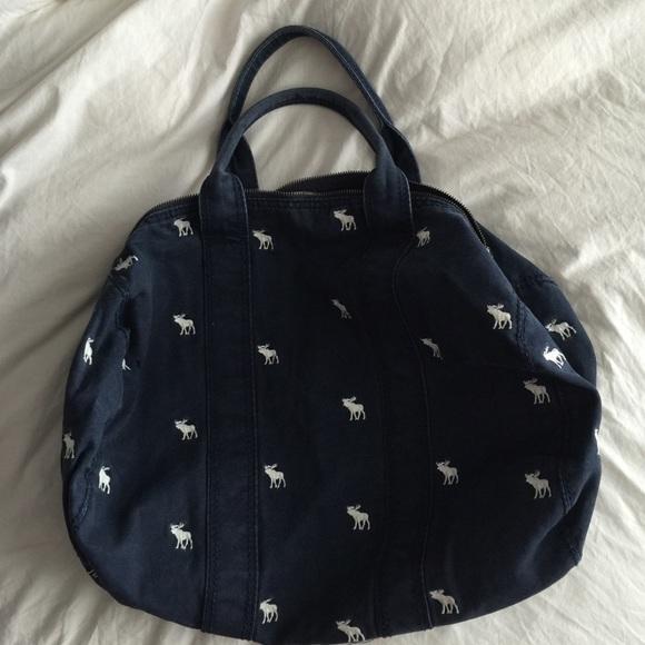 e8e98379b2b7 Abercrombie   Fitch Handbags - Abercrombie Logo Canvas Duffle