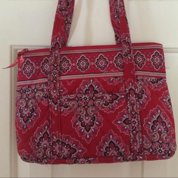 Vera Bradley Bags   Retired Pattern Frankly Scarlet Mandy   Poshmark c9285651b4