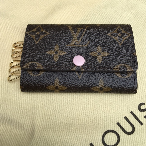 abacac748a9d Louis Vuitton 6 key holder in rose ballerine