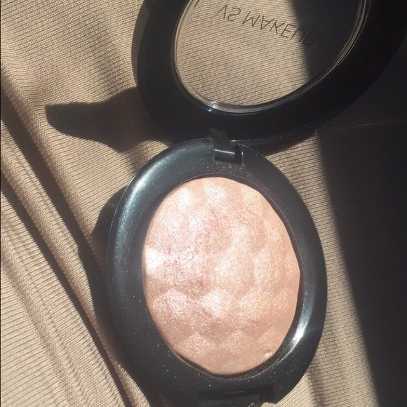 Luminous Cheek And Face Highlighter by victorias secret #15