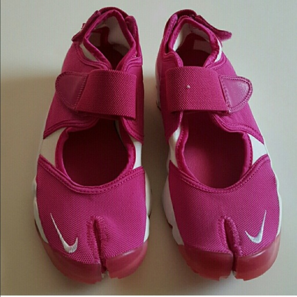 84895068979f Women s Nike Air Rift size 8