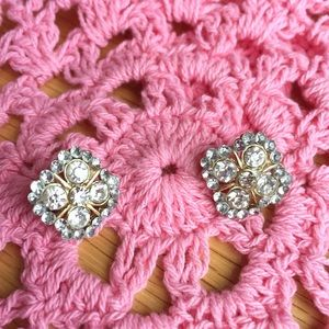 H&M Jewelry - NWT Unique Gold Rhinestone Flower Earrings