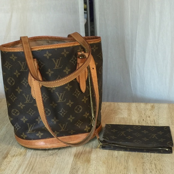 bde0a688ea12 Louis Vuitton Handbags - LV vintage mini bucket