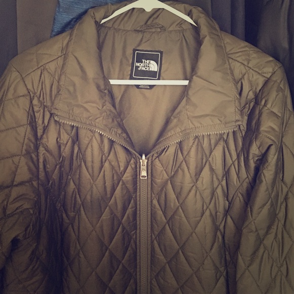 5df9a214a082 North face olive green quilted coat. M 57094567bf6df5530302b5d6
