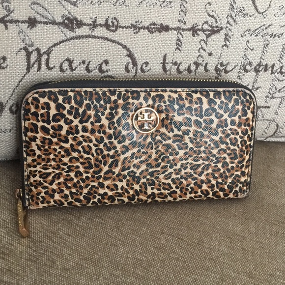8b129622d68d ... coupon code for authentic tory burch leopard print wallet 7355b 32fe9