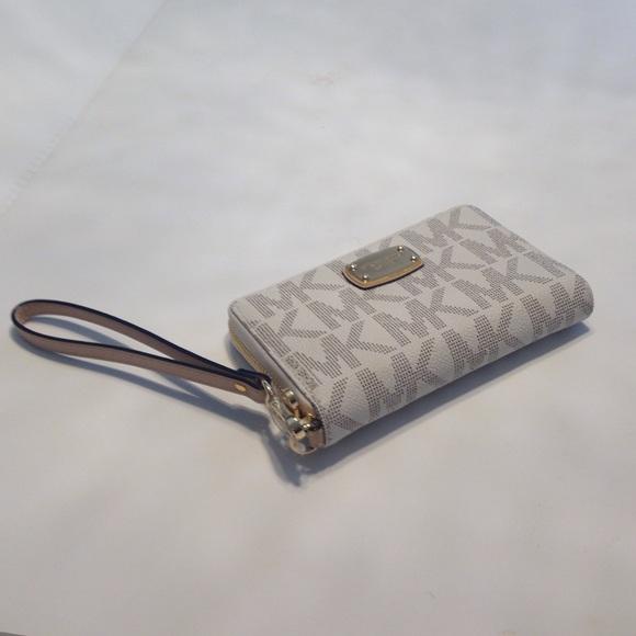 47730317020a Michael Kors Bags | Iphone 6 Plus Large Wristlet Wallet | Poshmark