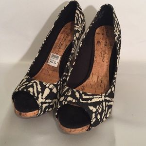 Christian Siriano Shoes - NWT Christian Siriano Heels - Size 7.5