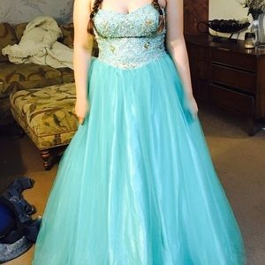 Dresses & Skirts - Prom dress. Turquoise/aqua blue. Extra large.