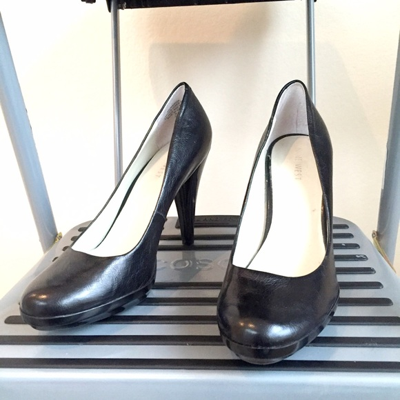 Nine West Shoes - NEW Nine West black classic pumps