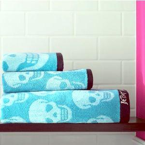 Betsey Johnson Other - 💝 NWT Betsey Johnson 3 Towel Set Aqua Skulls