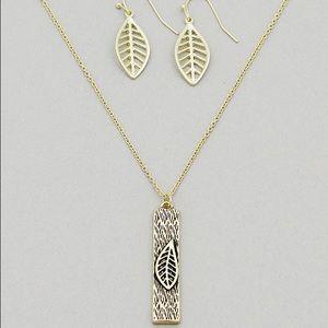 Antique Gold Tone Textured Leaf/Bar Necklace Set