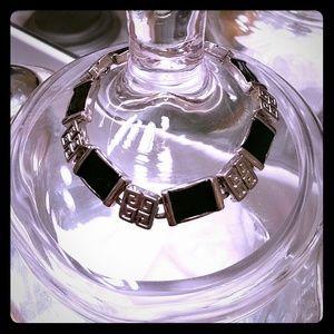 Vintage Jewelry - 🌸HOST PICK🌸 Super cute bracelet