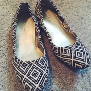 Audrey Brooke Shoes - Audrey Brooke patterned flats with box
