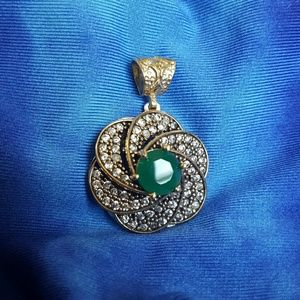 Emerald flower necklace pendent