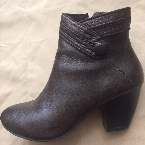 aee404e62a8 Jaclyn Smith Brown Ankle Boots