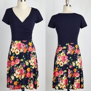 ModCloth Dresses & Skirts - M Like New Botanical Breakfast Wrap Modcloth Dress