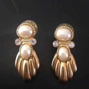 Jewelry - Goldtone with faux pearl and crystal earrings