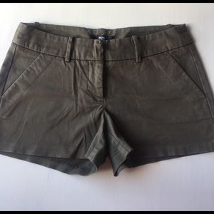 Mossimo Supply Co. Pants - Shorts. Olive color size 4. Mossimo