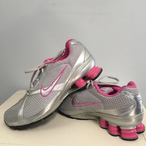 new styles 63eeb a8723 SALE 💞 Nike Shox Navina 2 Sneakers. M 570ac63ebf6df5867a053289