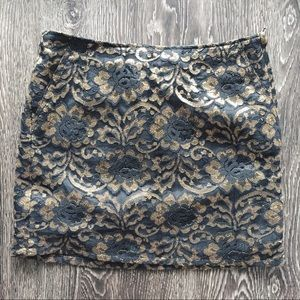 NWT black and gold lace HM skirt. Size 0-2
