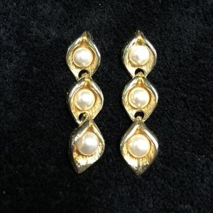 Jewelry - Vintage Pearl Gold Tone Earrings
